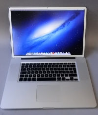 Core i7(Quad) Apple MacBook Pro 17 Early 2011