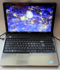 Core i3 Dell Inspiron 1564 (Radeon HD 4300)